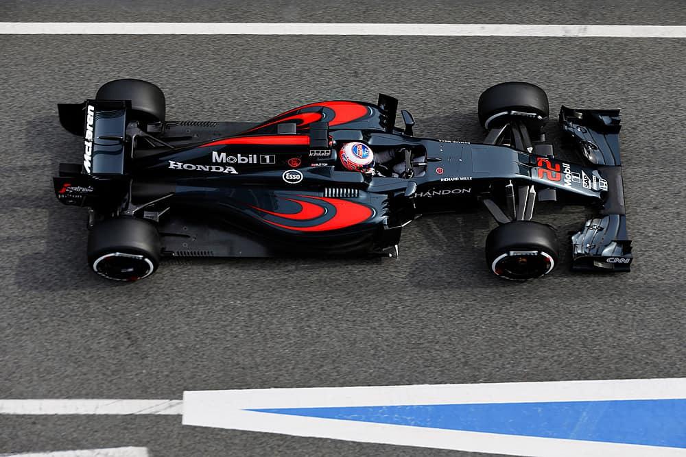 Button (22) e ALonso fizeram tempos bem parecidos com o novo McLaren (Foto McLaren)