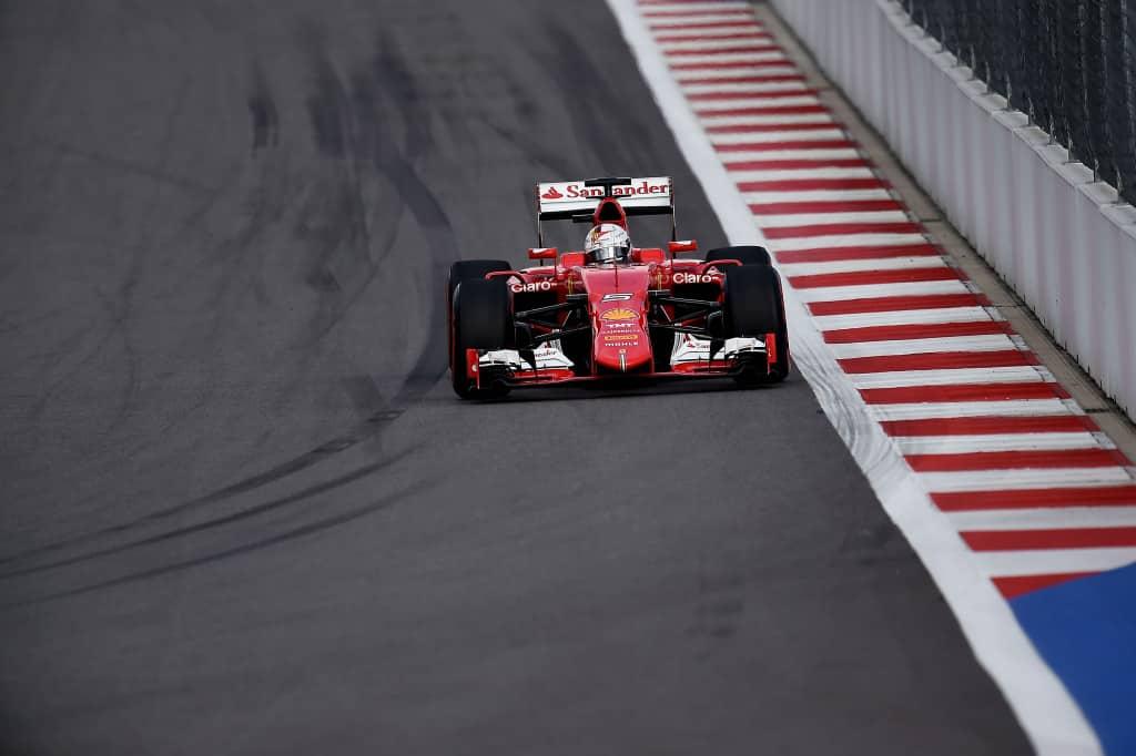 Vettel foi segundo na corrida de 2015 (Foto Ferrari)