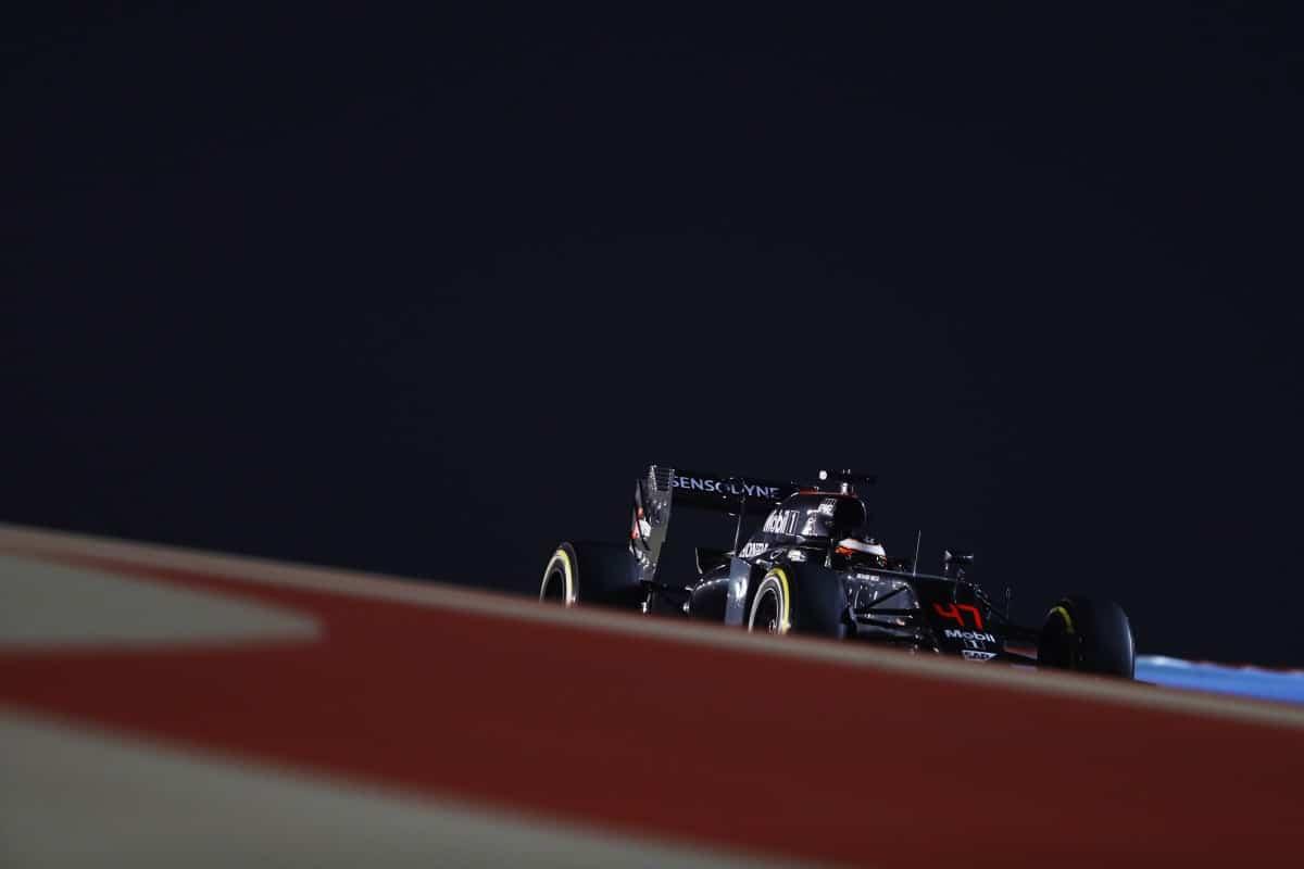 Stefan Vandoorne estreou com boa performance e o décimo lugar na prova (Foto McLaren)