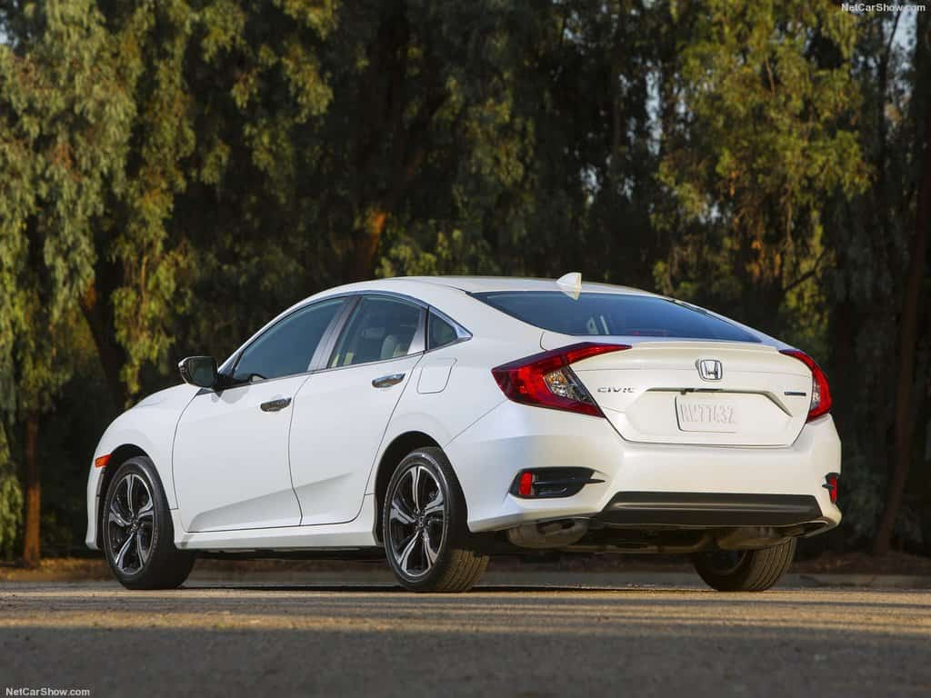 Honda-Civic_Sedan-2016-1024-3b tras