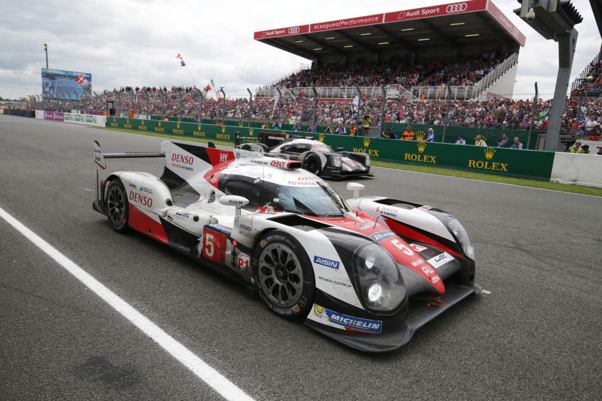O Toyota que liderava e o Porsche venceu (Foto Toyota Gazoo)