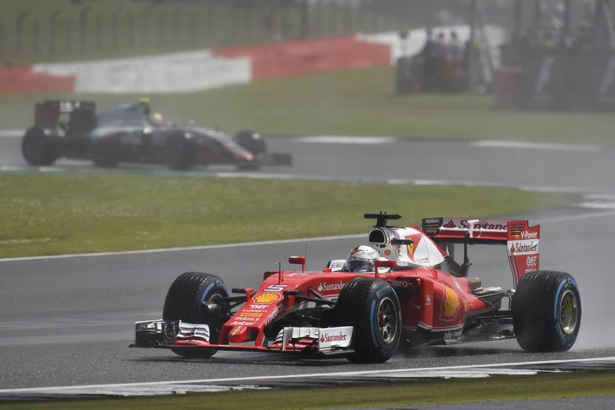 Novos problemas de câmbio e atuação discreta na corrida sugerem que Vettel e a Ferrari parecem focar em 2017 (Foto Ferrari)