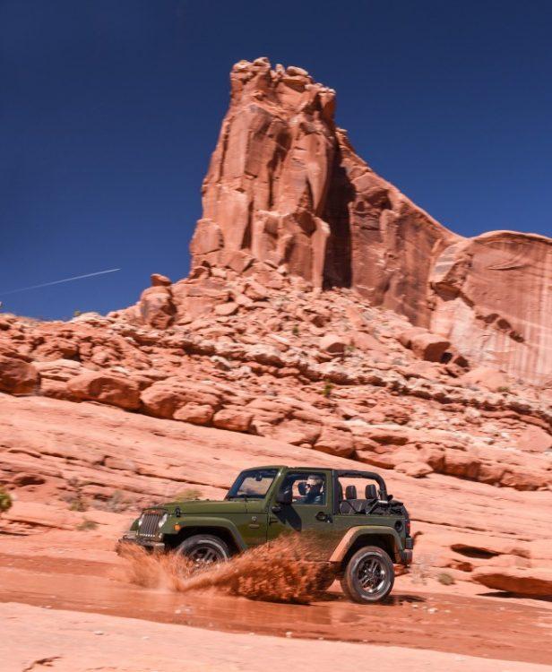 Alguns poucos trechos com água foi possível encontrar no meio do deserto de Moab. Foto: divulgação