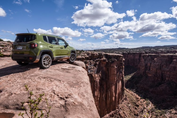 Visual da traseira do Jeep Renegade 75th Anniversary do mercado americano, durante o Test-Drive em Moab. Foto: divulgação