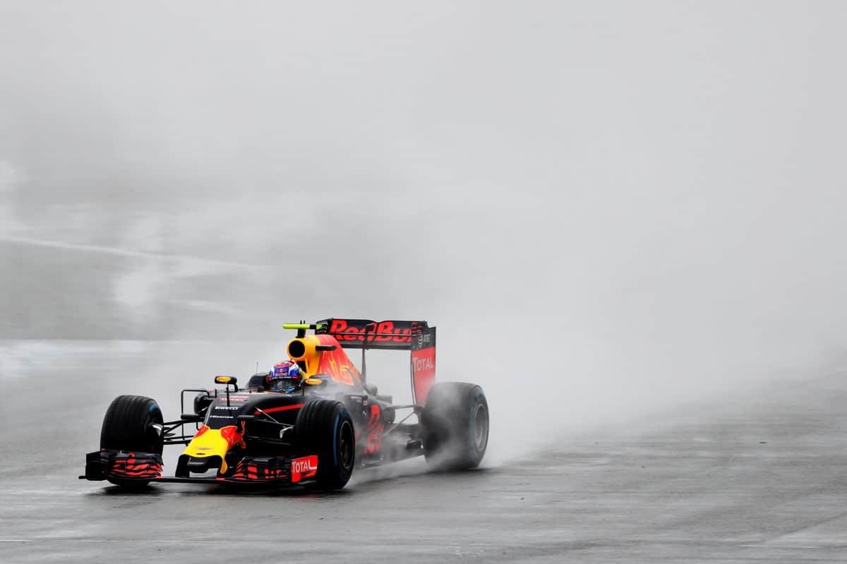 Max Verstappen conseguiu mais um pódio e caminha para ser primeiro piloto da Red Bull (Foto RBR/Getty Images)