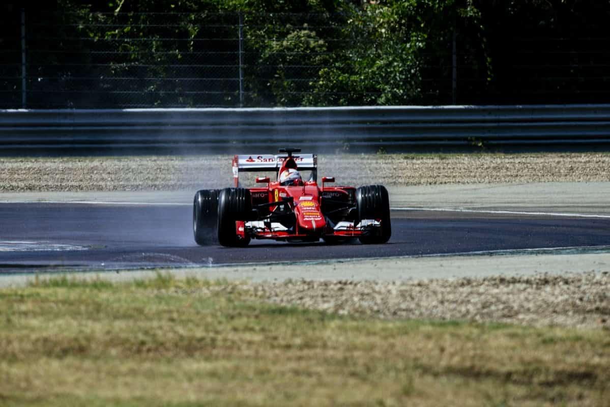 Vettel já andou com os pneus de 2017, mais largos, ontem, em Fiorano (Foto Ferrari)