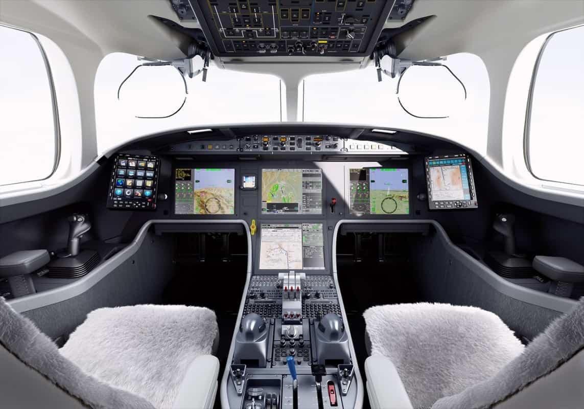 O que há de mais atual na aviação de negócios, cockpit do Falcon 8X (Divulgação Dassault)