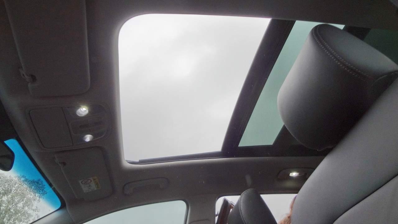 Defletor no teto solar propicia que se viaje com ele aberto sem turbulências