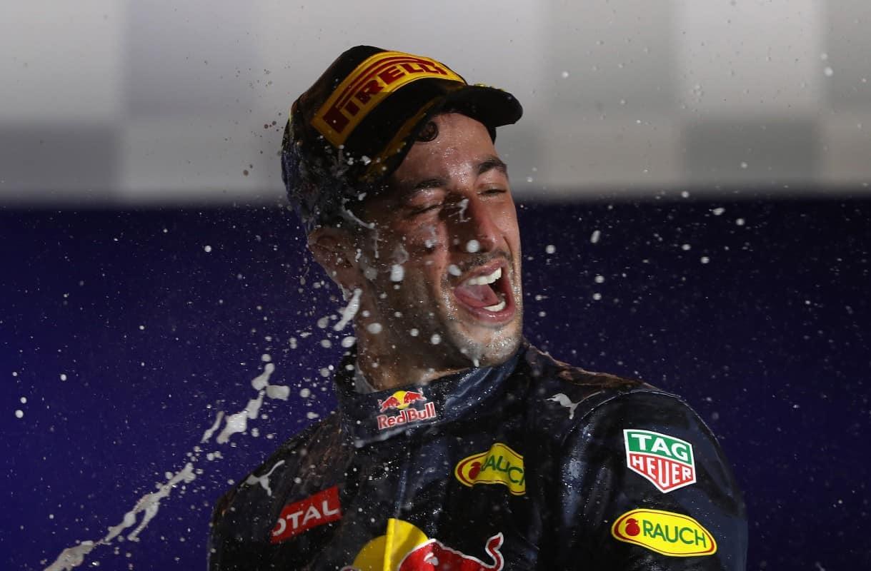Ricciardo conseguiu mais um pódio, festejado com sua alegria peculiar (Foto Red Bull Content Pool)