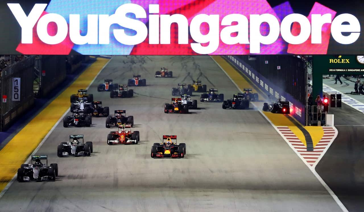 Batida de Hulkenberg na largada marcou o GP de Cingapura (Foto Red Bull Content Pool)