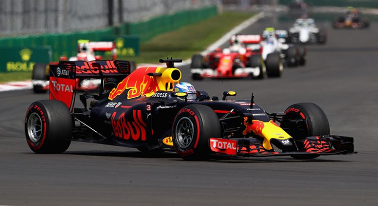 Ricciardo herdou o terceiro lugar após comissários punirem Verstappen e Vettel em menos de cinco minutos (Foto Red Bull)
