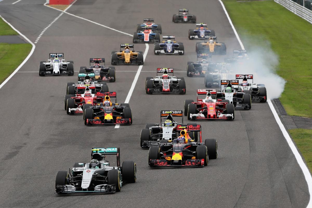 Largada em Suzuka deu o tom da corrida: Hamilton caiu para oitavo (Foto Mercedes)