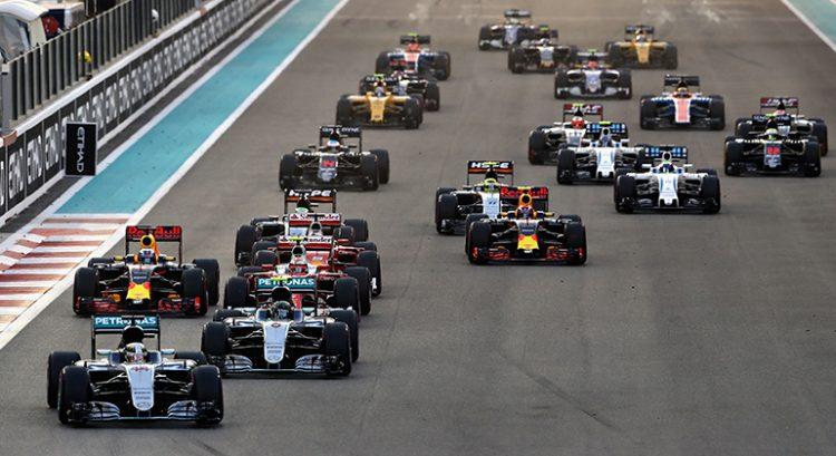Na largada os dois Mercedes se isolaram na liderança (Foto Mercedes)