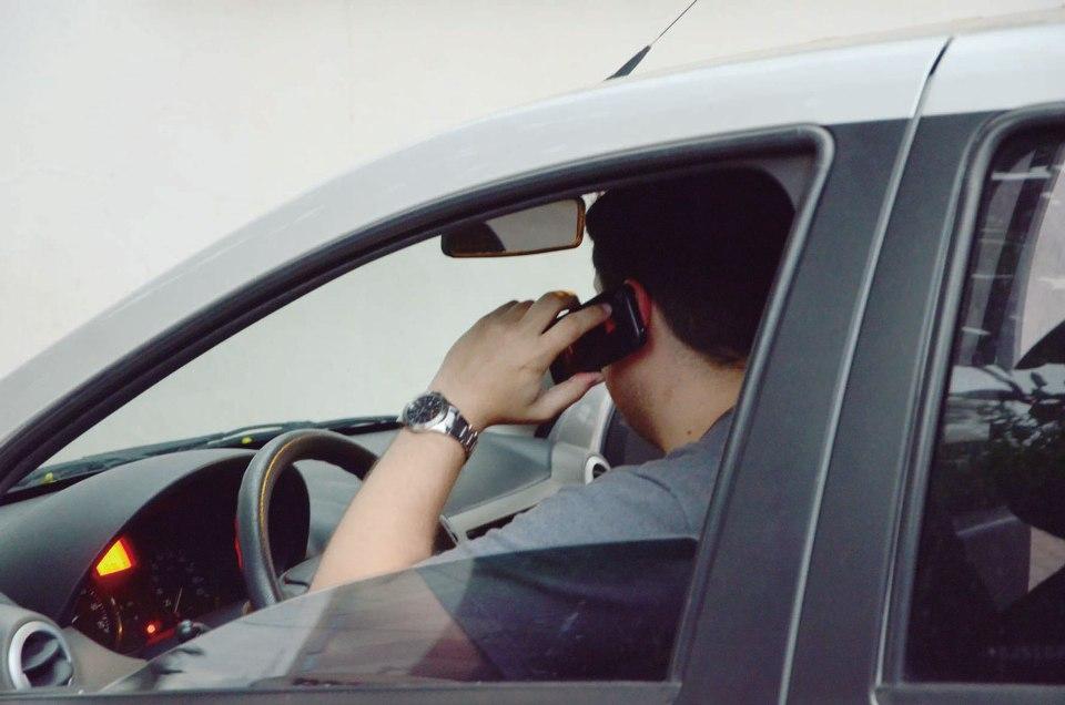 celular-dirigindo-2