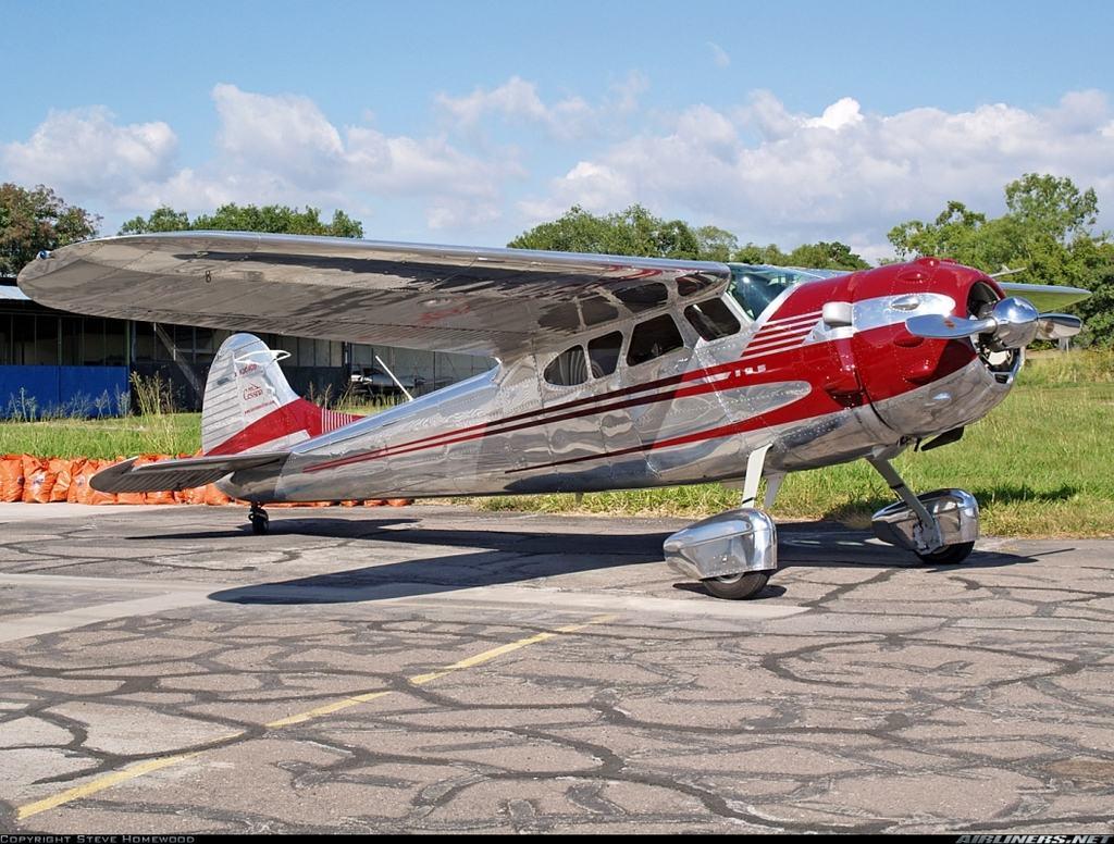 Cessna 195. Apesar do tamanho imponente, era uma aeronave de difícil operação em solo e performace semelhante a do Bonanza 35 (Steve Homewood - www.airliners.net)