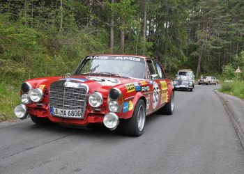 AMG 300 SEL 6.8 (W 109), authentische Replika des Renntourenwagens von 1971, bei der Arlberg Classic 2013.   AMG 300 SEL 6.8 (W 109). Authentic replica of the 1971 racing tourer at the Arlberg Classic 2013.