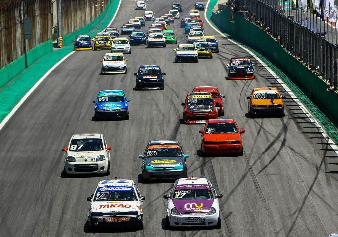 Categoria Marcas & Pilotos reuniu cerca de 60 carros em Interlagos