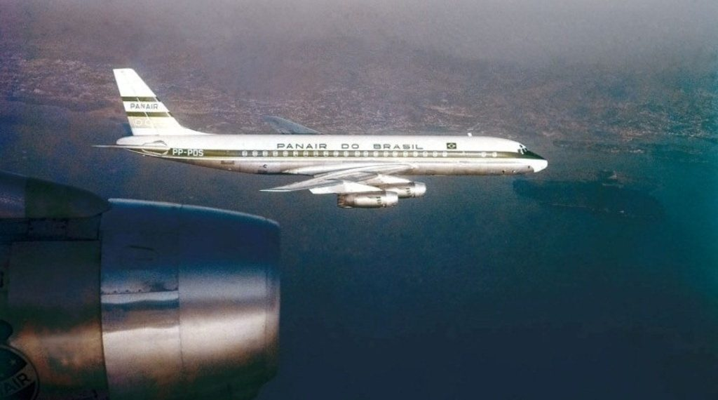 470eae488ccd6 Continuando a matéria sobre os jatos comerciais que inauguraram a era do  jato, falarei do Douglas DC-8, aeronave que também está comemorando 60 anos  de seu ...
