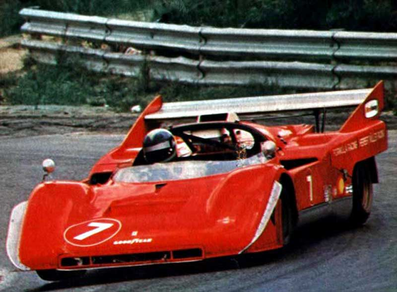 Ferrari 512 modificado com asa traseira