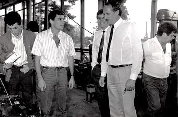 Da esq. para a dir.: Leonardo Senna, Ayrton Senna, Christian Schues.(vendas Exportações), Ronaldo Berg e o engenheiro Luiz Antônio da Silva, designado para a VW Motorsport (Foto: Imprensa VW)