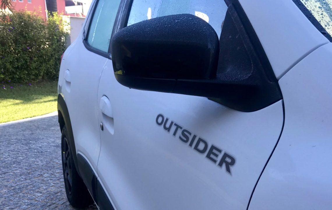 Detalhe do nome da versão na porta dianteira (foto: autor)