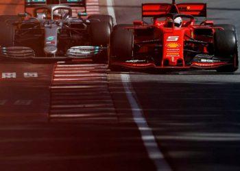 A briga entre Vettel e Hamilton acabou por decisão dos comissários desportivos (Mercedes)
