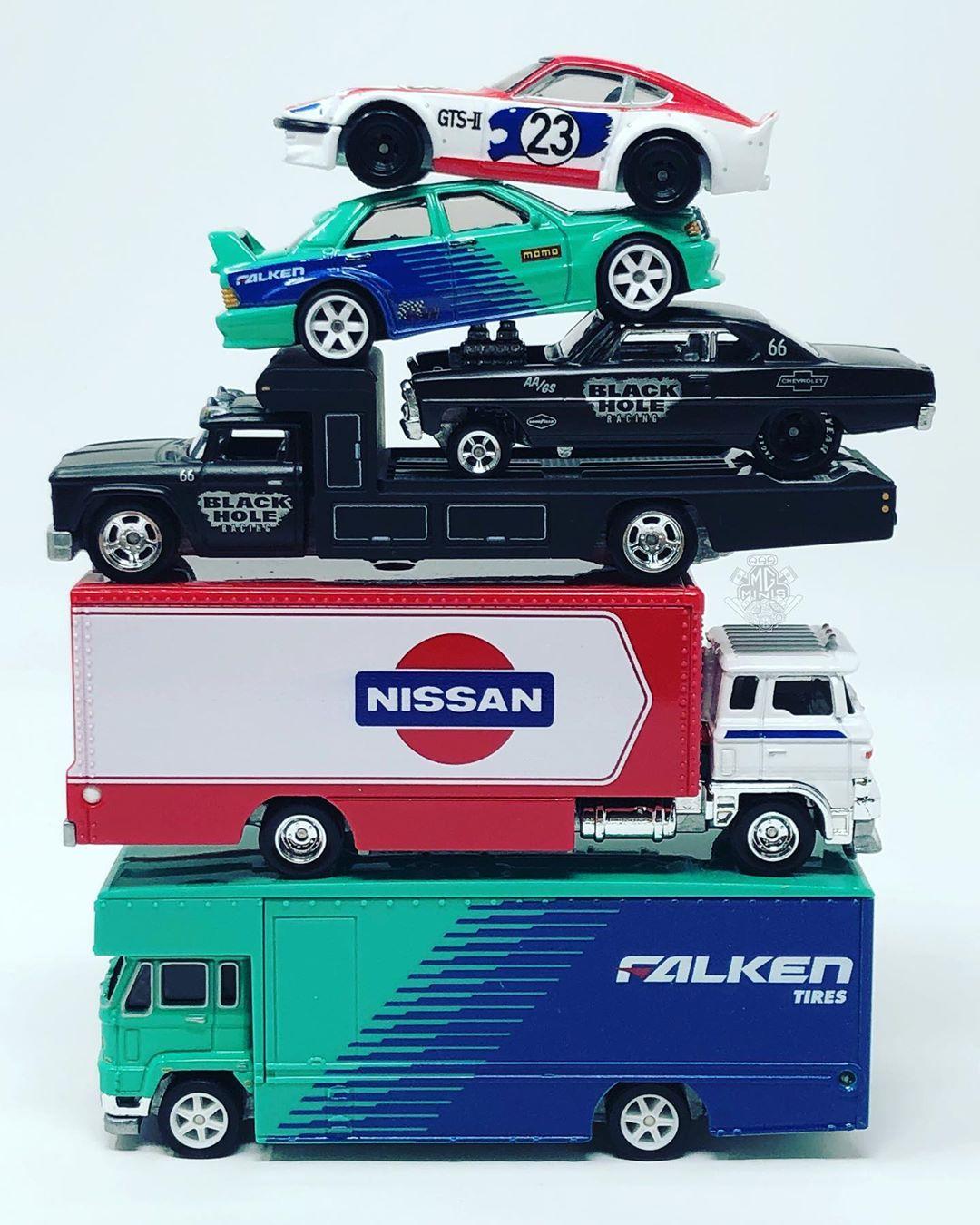 Séries especiais com produção limitada são foco de vários fabricantes. Esses são da Mattel, marca HotWheels
