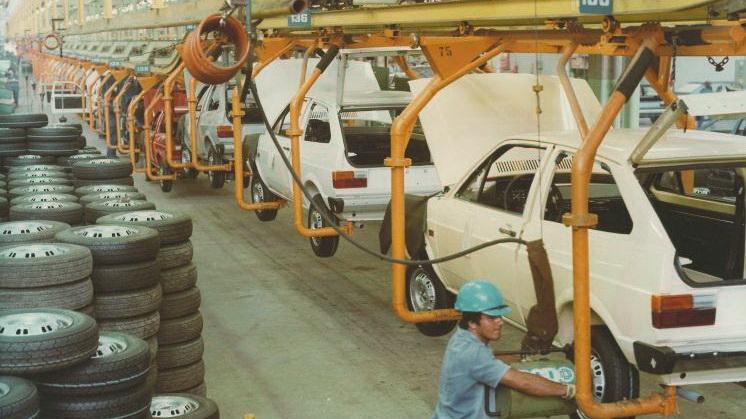 Linha de montagem do primeiro Gol (Esta foto e todas, divulgação VW)
