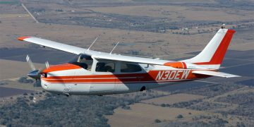 Cessna 210N (Foto: n30ew.com)