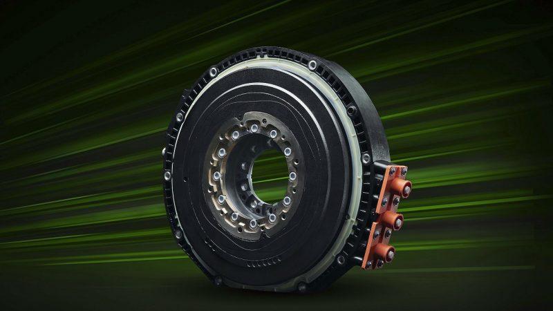O compacto motor elétrico fica entre o V-6 e o transeixo
